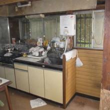 Before : キッチンが小さく物が納まらず溢れてしまっていた