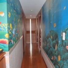 Before : 壁には水族館を思わせる壁紙