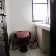 Before : 1Fトイレ 床がタイルなので滑り易く、寒い 明るいトイレにしたい